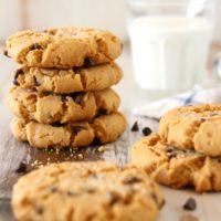 Flourless Peanut Butter Chocolate Chip Cookies | completelydelicious.com