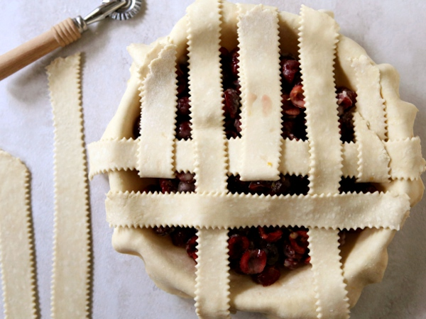 How to make a lattice pie crust | completelydelicious.com