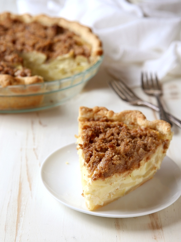 Sour Cream Apple Pie with Streusel Topping | completelydelicious.com