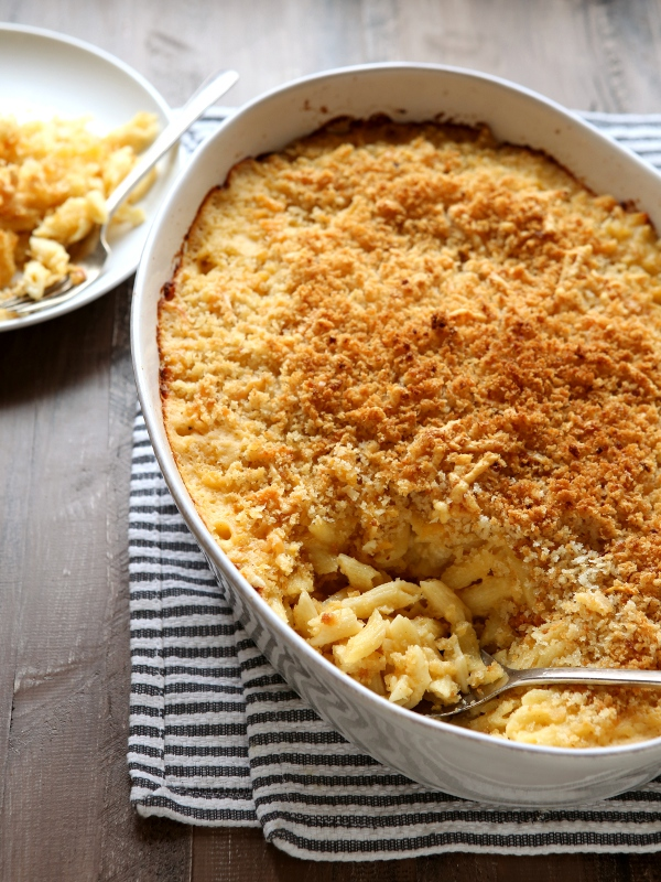 Classic Baked Macaroni and Cheese | completelydelicious.com