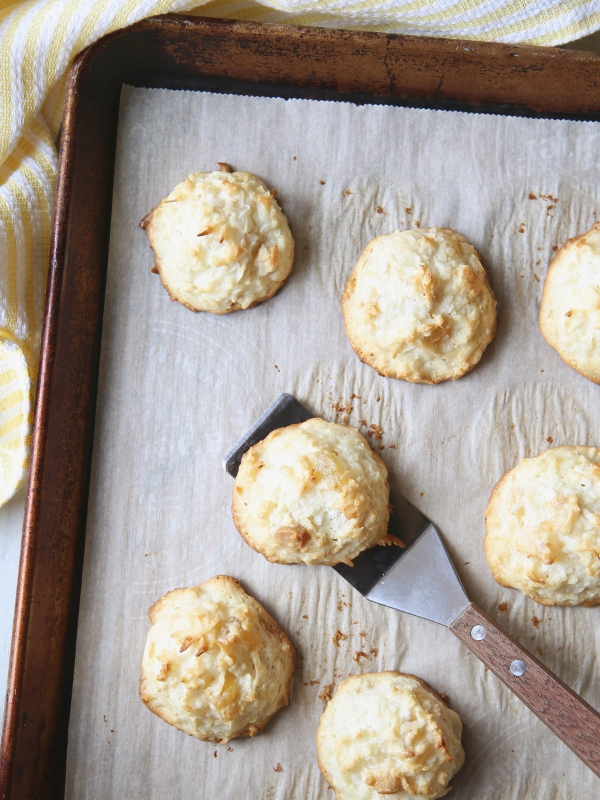 White Chocolate-Dipped Tropical Macaroons with Pineapple, Macadamia Nuts and Coconut | completelydelicious.com