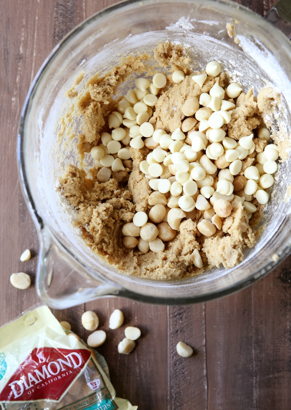 White Chocolate Macadamia Nut Snickerdoodle Bars | completelydelicious ...