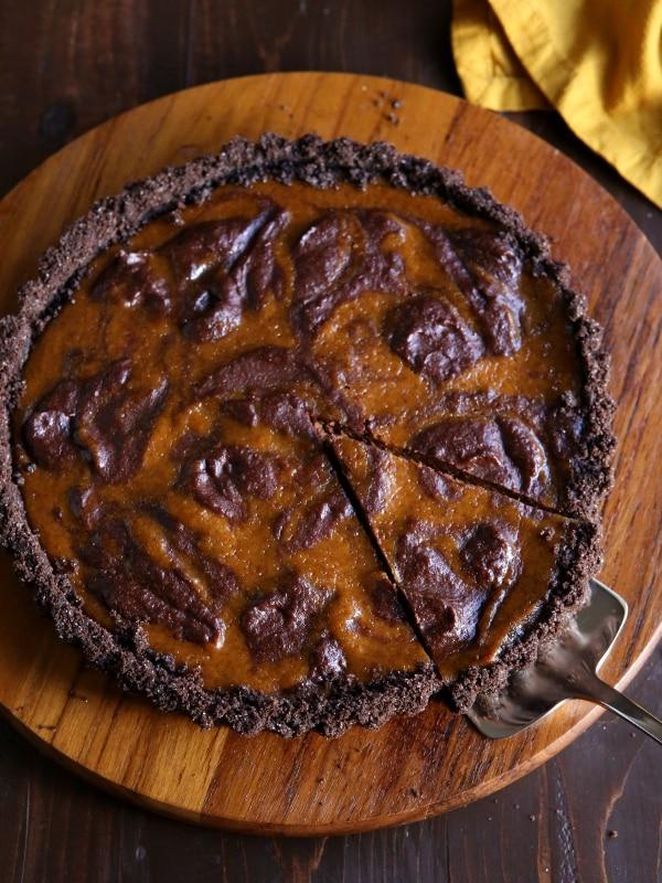 Chocolate Swirl Pumpkin Tart with Chocolate Cookie Crust - Completely ...