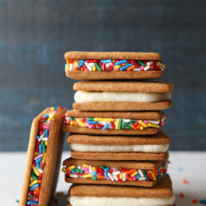 Graham Crackers and Frosting | completelydelicious.com