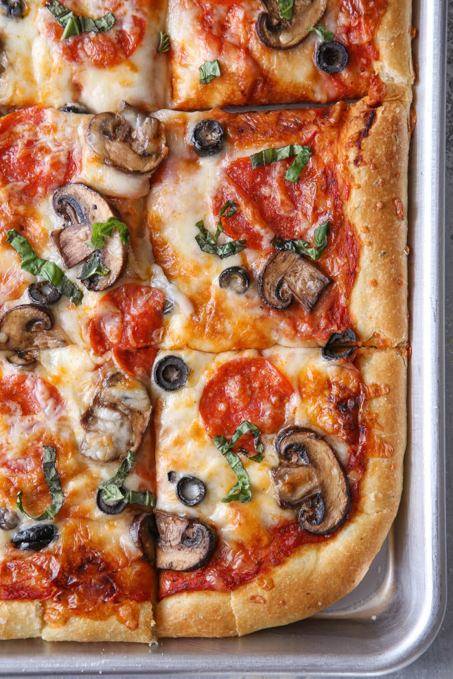 Easy sheet pan pizza