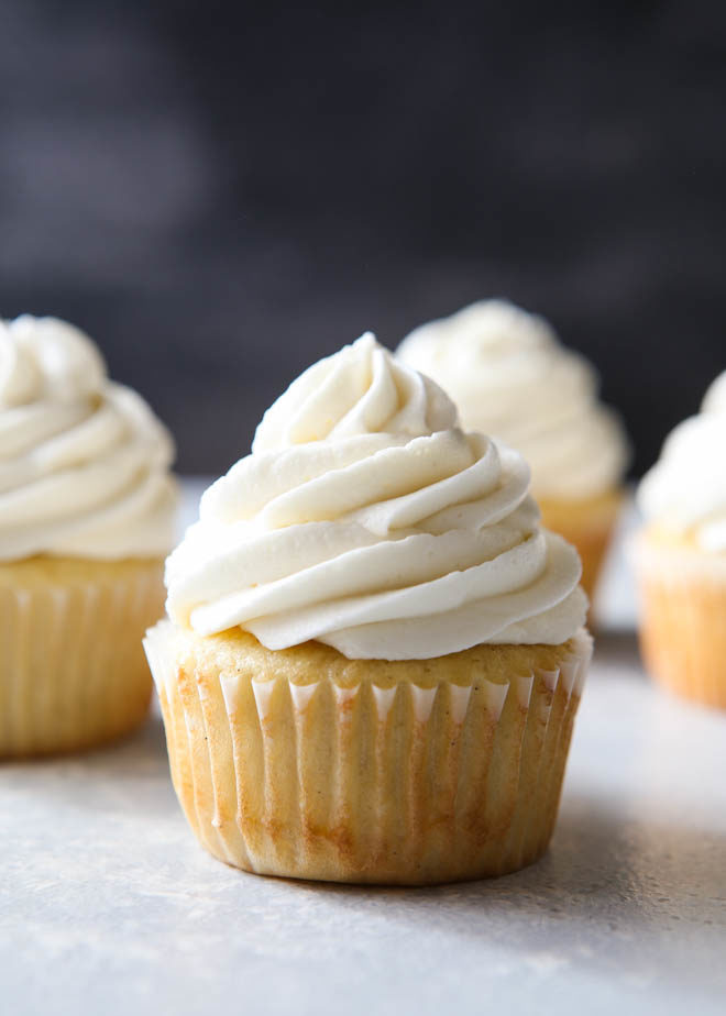 How to make whipped cream frosting for cupcakes