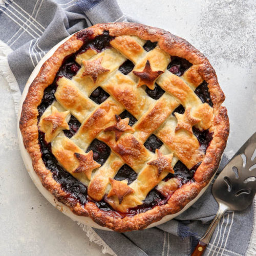 Blackberry and blueberry pie is perfect for summer!